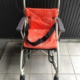 【中古】あい&ゆうき 歩行補助兼用車椅子12インチAY12-35の画像