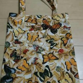 タイシルクで有名なジム・トンプソンのイエロー蝶々柄のトートバッグ...