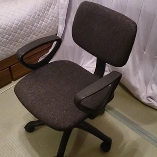誰でも似合う、デスク用椅子(高さ調整機能付き)
