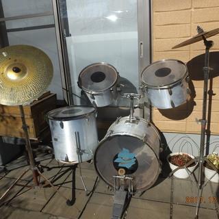 防音用地下室で20年眠ってたサビた 古いドラム