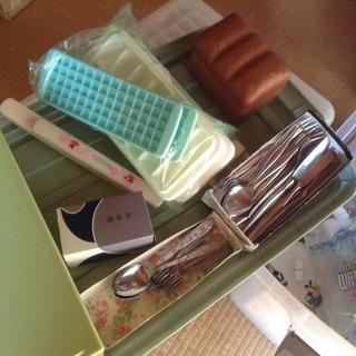 10円〜 製氷皿、カトラリーセット、など