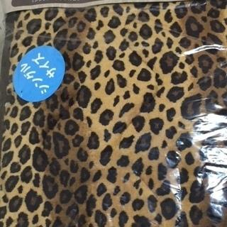 ヒョウ柄の敷きパッドと毛布のセット