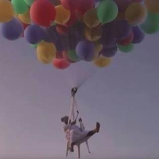 風船で空を飛ぶ!リアルサンタクロース登場‼︎! - 地域/お祭り