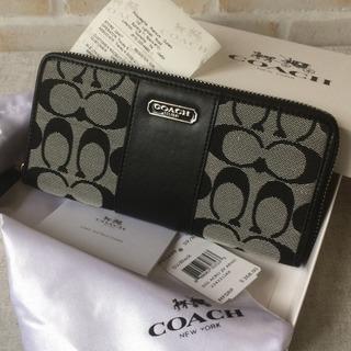 b99403a27433 グレーキャンバス×ブラックレザー COACH/コーチ 長財布 .