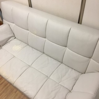 白レザーソファーベッド