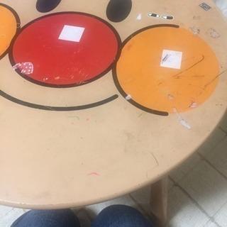 子供用アンパンマンのテーブル