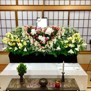 小さな負担で大きな満足・花いっぱいの家族葬をお値打ち価格でご提供。