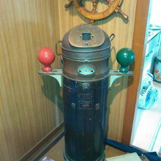 お店のインテリアにいかがですか。船舶用アンティーク羅針盤。