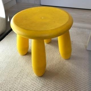 POPな黄色の椅子
