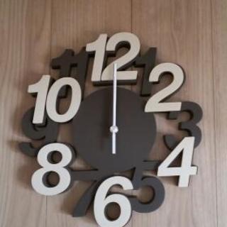 数字の大きい壁掛け時計です