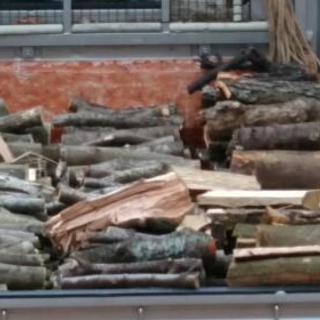 薪ストーブ用の薪を売ります。