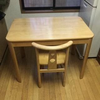 可愛いデザインのテーブルセットの出品です