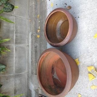 メダカなどを飼う甕