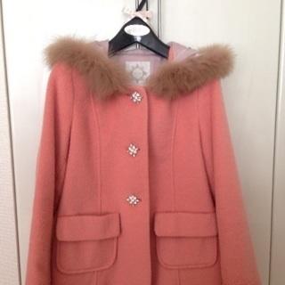 サーモンピンクのコート