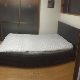 IKEAのベッドフレーム (引き出し付き)
