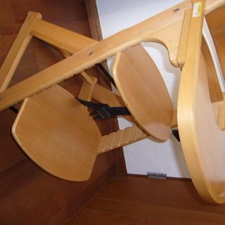 幼児用の木製食卓椅子 (成長に連れて調節する方式)
