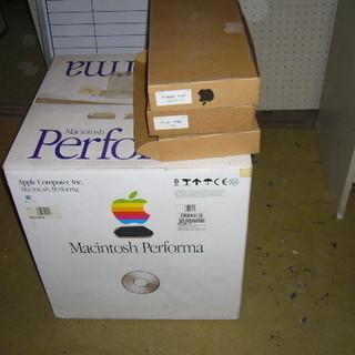 発売当時は品切れ続出・黒いMac5440