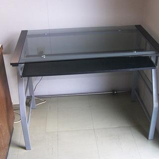 緊急値下げ。ガラス製テーブル売ります。1000mm(横)×600...