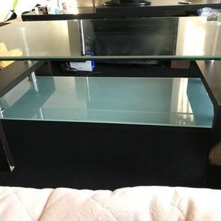 ガラスの応接テーブルです。