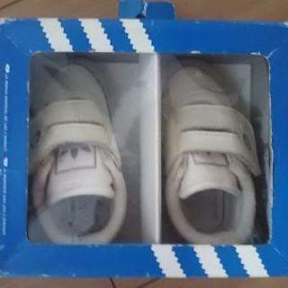 アディダスの靴11cm
