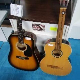 フォークギター、2本セットで販売します。メーカー、セピアと、トカ...