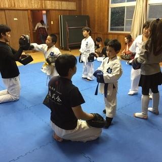 福岡市東区で、主に護身を目的として実践拳法を教える道場です。(見...