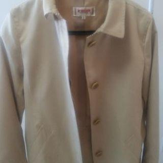 ベージュのブランドコート