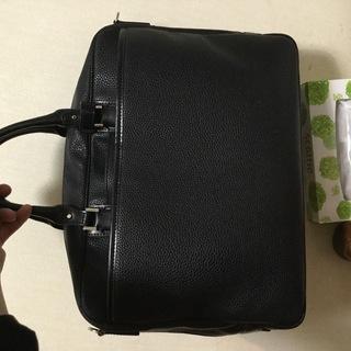 美品、洋服の青山で買った鞄です。半年使ったかどうかだと思います。