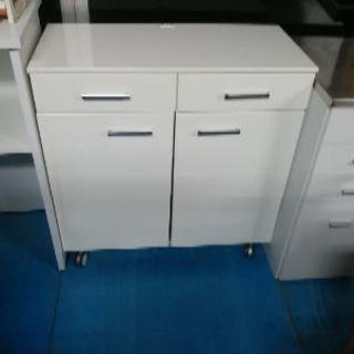 台所用、カウンターキッチンワゴン台、コマ付き。とてもきれいです。
