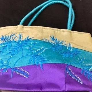 海外のお土産 カラフルなバッグを格安で譲ります‼︎
