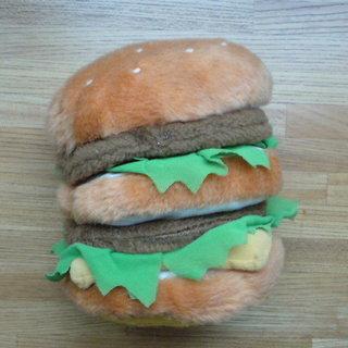 ハンバーガーのぬいぐるみ?