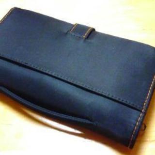ハンドバッグみたいなお財布?ESSEのロゴ有り