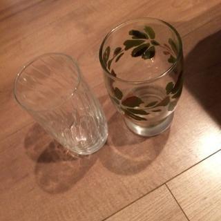 古いグラス二個