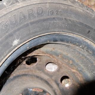 スタッドレスタイヤ(鉄ホイル付き)175-65-R14
