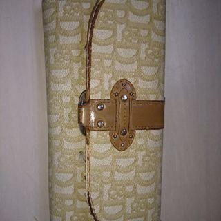 使い古した財布です。