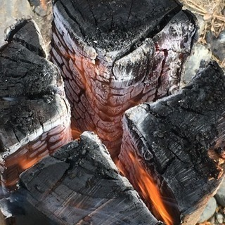 スウェーデントーチ 約30〜40cm 大小様々 キャンプ 焚き火 バーベキューなどに 燃焼時間1.5〜2.5時間程(サイズ、利用状況による) - 売ります・あげます