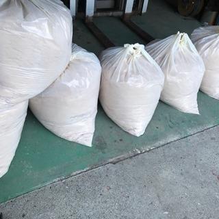 おがくず ゴミ袋満タン。