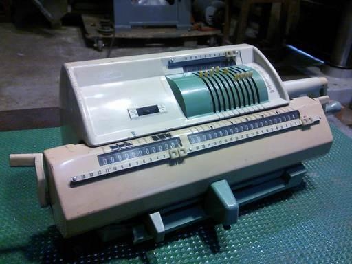 タイガー計算機機械式計算機(廃...