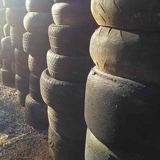 ⭕️古タイヤ(廃タイヤ)いかがですか、、たくさんあります。