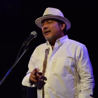 愛と平和を胸に魂の歌を歌い続ける沖縄出身のシンガーソングライター...
