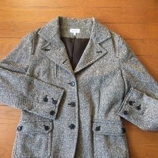 ヴェールダルスのコートあります。
