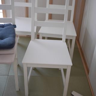 IKEA で購入した椅子4脚セット マットお付けいたします。