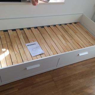 IKEAのベッド(Brimnes)をお売りします