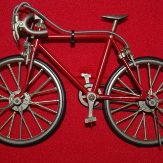 スポーツ自転車、飛行機、ミニカーの置物。 最終値下げ品
