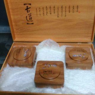 中国からお土産で中国で一番高いお茶と高麗人参みたいな人参をもらいま...