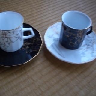 白、黒ペアのコーヒーカップ