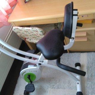 再再値下げします。 エアロバイク 折り畳み式 背もたれ サイドハンドル付