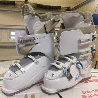 値下げしました!! スキー板・ストック・スキー靴のセットです!(収...