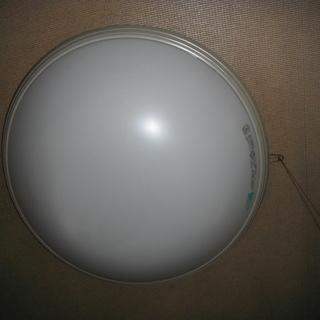 ①シーリングライトまだまだ使用できます。