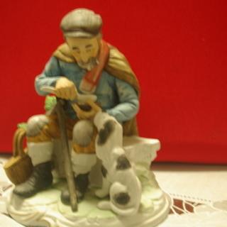 再再々値下げ品 老人と犬の陶器置物